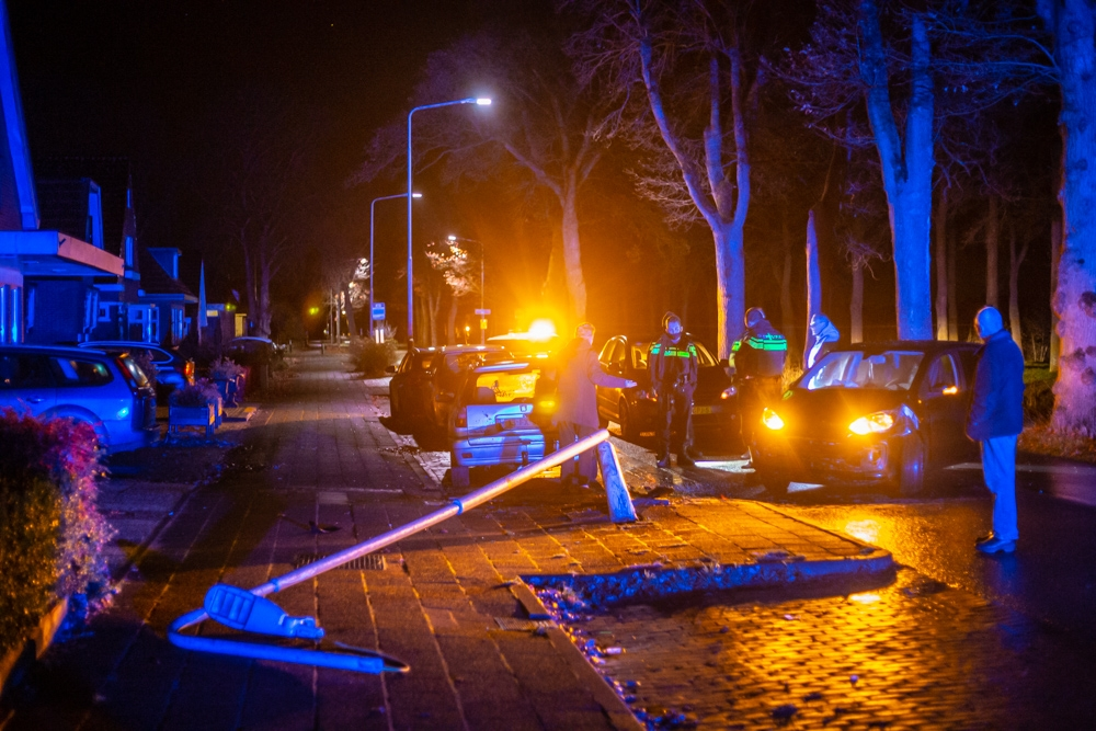 Bakkeveen - Lantaarnpaal omver na ongeval in Bakkeveen.