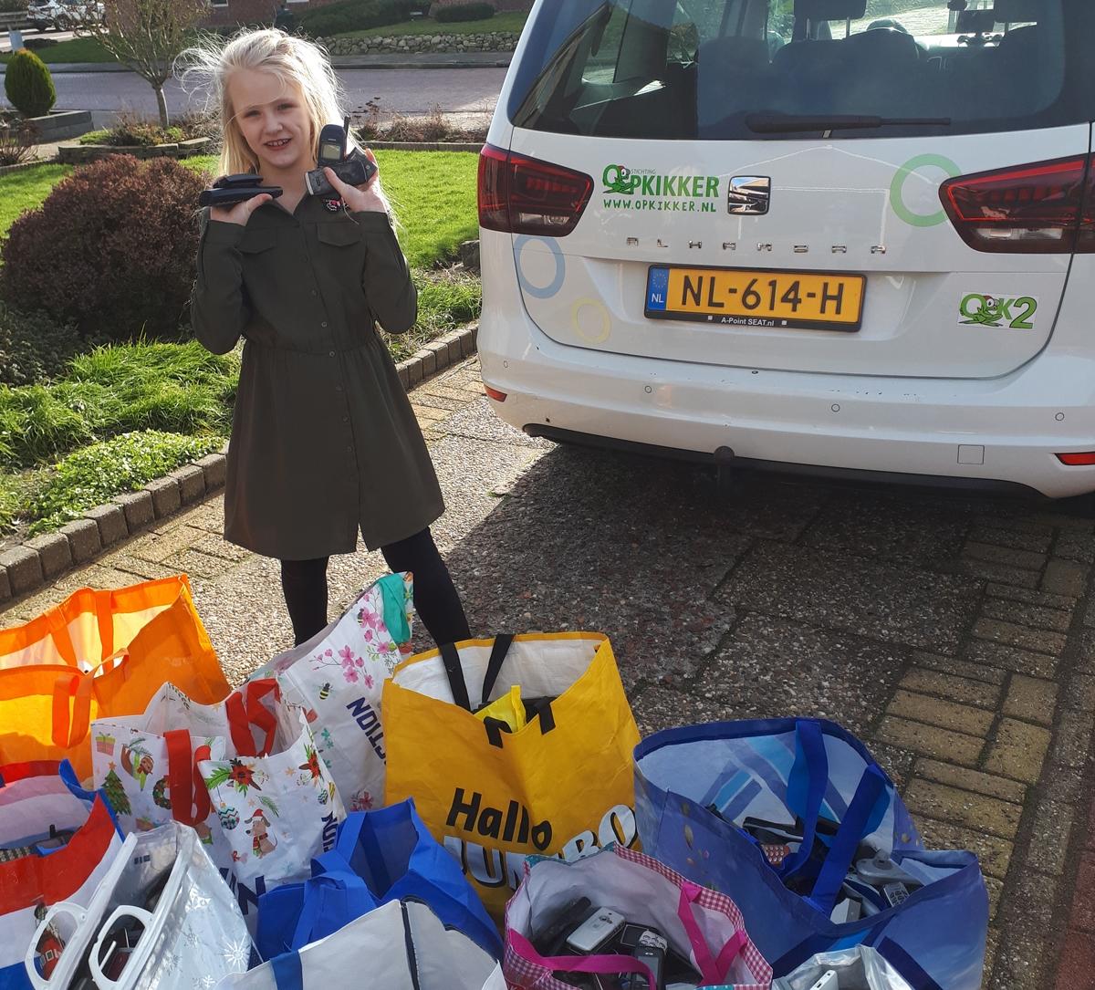 Dieke (8) verzamelde 1500 mobieltjes voor goede doel - WâldNet